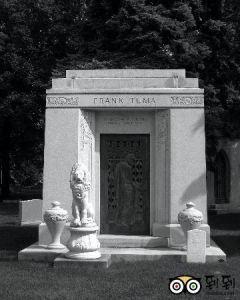 Natural Granite Family Mausoleum pictures & photos