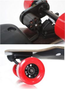 Wireless Control Four Wheels Electric Skateboard Scooter 900W pictures & photos