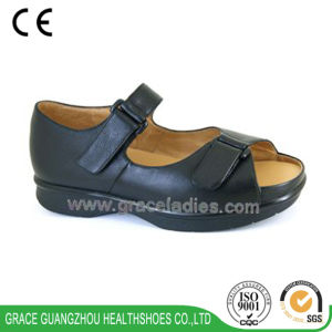 Grace Health Shoes Men Black Sandal pictures & photos