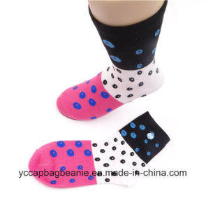Embroidery Logo Jacquard Middle Tube Lady Socks pictures & photos