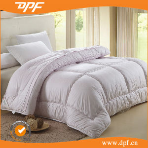 100% Microfiber Quilt in Checking Design (DPF201538) pictures & photos