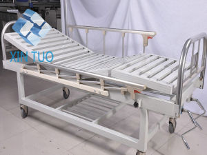 Low Price Mechanical Hand Operating Adjustable Hospital Bed pictures & photos
