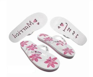 Slippers with Die-Cuting Logo on The Sole Bottom pictures & photos