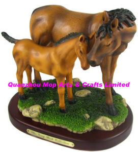Polyresin Horse with Pony Figurine pictures & photos
