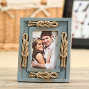 A3 Black and White Wood Picture Frame pictures & photos