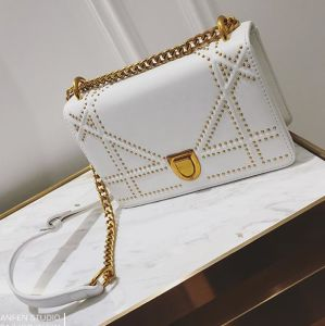 2017 New Designer Metal Chain Hand Bag Studded Crossbody Saddle Bag Hcy-5034 pictures & photos