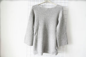 Round Neck Gray Long Sleeve Sweater for Women pictures & photos