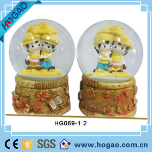 Polyresin Wedding Gift Water Globe with Snow (HGB010) pictures & photos