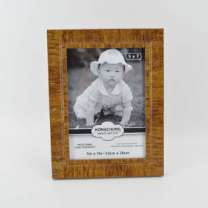 Plastic Funia Photo Frame for Home Deco pictures & photos