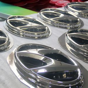 Wholesale ABS Chromed Auto Logo Sign pictures & photos