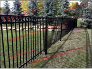Different Size and Type Iron Fence/Customed Wrought Iron Fence pictures & photos