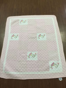 Baby Bedding in Patchwork Style with Pink Flower Pattern pictures & photos