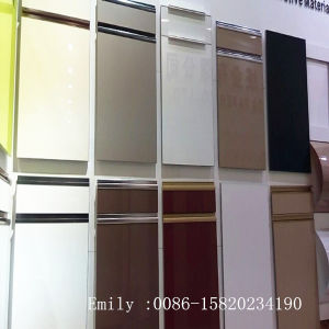 Custom Made Kitchen Cabinet Door with Handle (ZHUV factory) pictures & photos