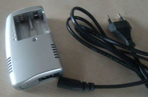 High Quality Cr123A Battery Charger pictures & photos