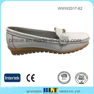 White Comfortable Leather Slip on Loafer Shoe for Women pictures & photos