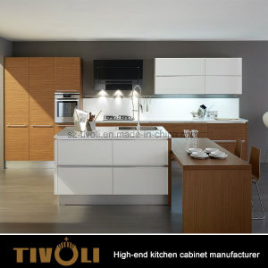 Customized Modern Natural Veneer and High Gloss White Kitchen Cabinet pictures & photos