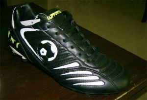 High Quality Soccer Football Shoes (B15201) pictures & photos