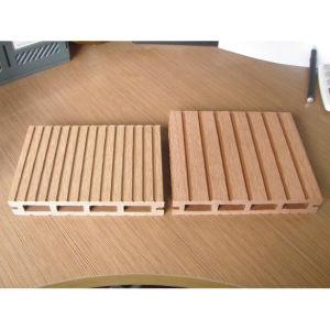 Outdoor Waterproof Wood Plastic Composite Decking / WPC Outdoor Decking (HO023147) pictures & photos