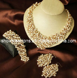 Bridal Jewelry Sets/Shiny Pearl & Crystal Fashion Jewelry Sets/ Necklace and Earrings Sets (XJW12308) pictures & photos