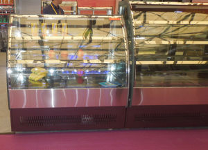 Mirror Stainless Steel Base Curved Glass Door Cake Display Showcase in Bakery Shop pictures & photos