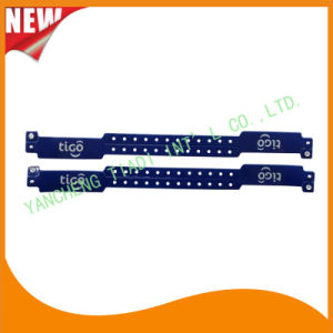 Custom Entertainment Vinyl Plastic ID Wristband Bracelet Bands (E6060B39) pictures & photos