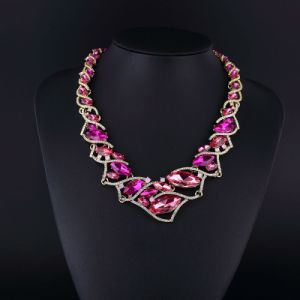 Purple Crystal and Czech Rhinestone Shining Necklace Set pictures & photos