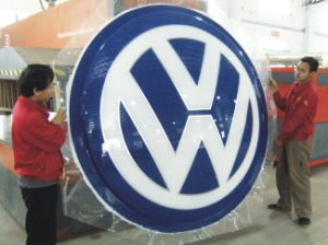 Vacuum Acrylic LED Backlit Car Logo Signage pictures & photos