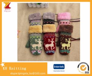 Wholesale Knitted Double-Layer Finger Gloves with Christmas Deer Pattern pictures & photos