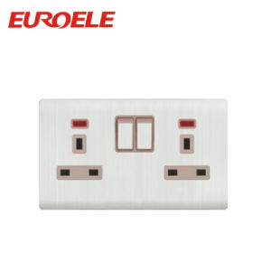 British Type White Switched Socket in Wall Socket pictures & photos
