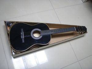 Classic / Wooden Guitar pictures & photos