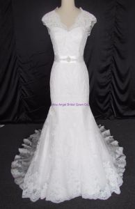New Elegant Tulle and Lace Appliques Sleeveless Bridal Gown pictures & photos