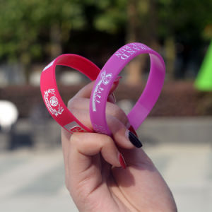 Custom Pink Silicone Kids Bracelet with Debossed Logo Design pictures & photos