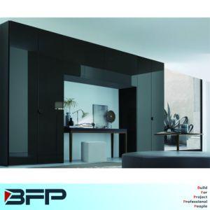 Fashion Modern Glass Mirrored Wardrobe pictures & photos