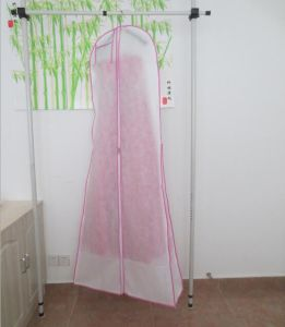 Wholesale White Non Woven 1.6m Wedding Dress Dust Cover Bag with Zipper pictures & photos
