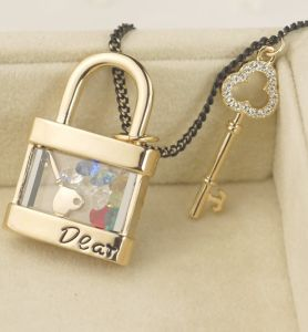 2013 Valentine Lock-and-Key Rhinestone Fashion Necklace Jewelry (MOS-NA02115)