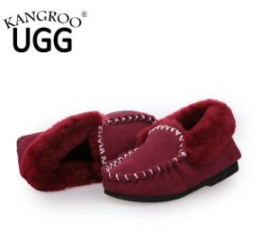 Classic Moccasin Sheepskin Fur Home Shoes for Women in Red pictures & photos