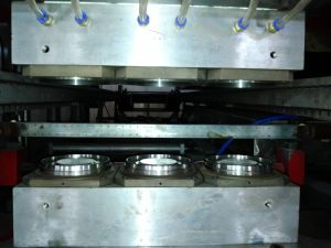 Disposable Cup Forming Machine/ Water Cup Making Machine /One Time Use Plastic Cup Thermoforming Machine pictures & photos