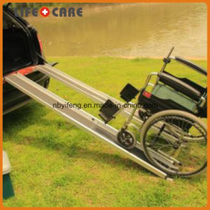 Aluminum Single Fold Down Wheelchair Ramp pictures & photos