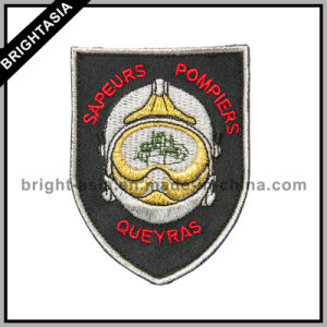 Custom Embroidery Badge Peltate with Silver Thread (BYH-10758) pictures & photos
