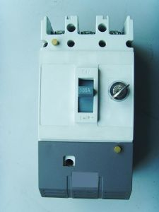 Mould Case Circuit Breaker with Lock MCCB pictures & photos