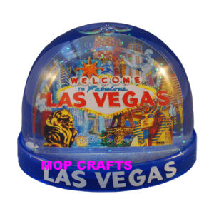 Plastic Snowball of Promotional Snow Globe Gifts Items pictures & photos