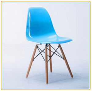 Wholesale Cheap Leisure Replica Plastic Chairs with Wooden Legs pictures & photos