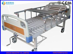 Manual Shake Crank Ajustable Medial Use Hospital Beds pictures & photos