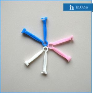 Umbilical Cord Clamps in Disposable Gynecological Examination pictures & photos
