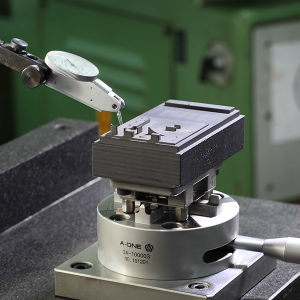 5axis Self Centering Vise for CNC Lathe Use 3A-110021 pictures & photos