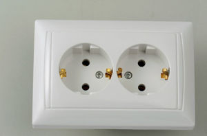 European Style Socket Double with Earthing 8128 pictures & photos