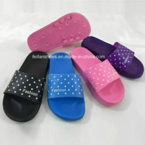 Fashion Print Point Girls Shoes Children EVA Bath Slipper (HK-15004-1) pictures & photos