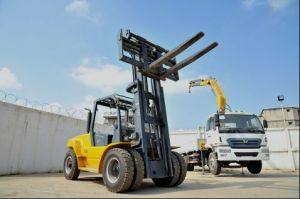 Un 3.5ton Diesel Forklift with Triplex 6.5m Mast pictures & photos