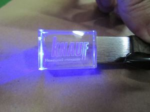 Hot Sell Customized Laser Engrave 3D Logo Crystal USB Stick with Different Color LED Light pictures & photos