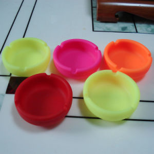 Popularly Selling Eco-Friendly Round Shape Silicone Ashtray Cigarette Tray pictures & photos